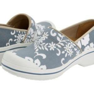 🌟 DANSKO Volley canvas blue floral clogs